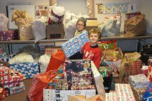 Christmas gift exchange at Plains